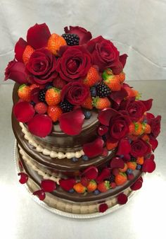 The most gorgeous wedding cake that I ever seen♡