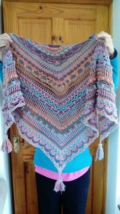Lost in Time Crochet Wrap.bufanda triangular a crochet ravelry ile ilgili görsel sonucuRavelry: Project Gallery for Lost in Time pattern by Johanna LindahlThis Pattern Can Be CustomizedBest 12 Lost in time shawl We are want to say thanks if you like Freeform Crochet, Knit Crochet, Crochet Scarves, Shawl Patterns, Crochet Patterns, Lost In Time Shawl, Crochet Triangle, Crochet Shawls And Wraps, Single Crochet Stitch