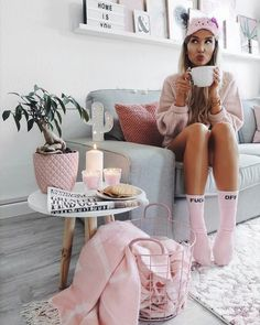3 Healthiest 💪 Ways to Start Every Day. Decoracion Habitacion Ideas, Fashion Star, Fashion Beauty, Bedroom Decor For Small Rooms, Tres Belle Photo, Tumblr Rooms, Coffee Girl, Shooting Photo, Teen Girl Bedrooms