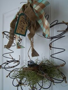 Beyond The Picket Fence: Spring (literally) Nest Wreath old bed springs.maybe add to barded wire wreath in garden Wreath Crafts, Diy Wreath, Door Wreaths, Wreath Ideas, Grapevine Wreath, Bed Spring Crafts, Spring Projects, Rusty Bed Springs, Box Springs