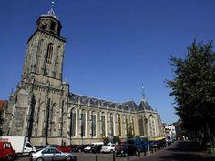 De  Grote- of Lebuïnuskerk aan het Grote Kerkhof in Deventer. foto Ab Hakeboom