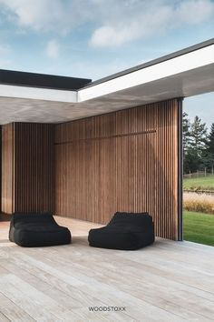 For this modern villa in Sint-Martens-Latem the architect chose a double lining. Composite Cladding, Timber Cladding, Architecture Details, Modern Architecture, Design Hotel, House Design, Exterior Remodel, Pool Houses, Residential Architecture