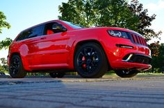 Jeep in my favorite color! Jeep Srt8, Old Sports Cars, Jeep Grand Cherokee Srt, 2012 Jeep, Honda Cars, Chrysler Jeep, Jeep Life, Dream Cars, Jeeps
