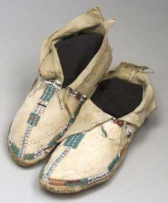 Мокасины, Арапахо. Последняя четверть 19 века.  American Indian & Ethnographic Arts, январь 2005 года. Бостон.