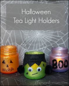 Made with baby food jar holders. These Halloween Tea Light Holders from from Plain Vanilla Mom are just too adorable to pass up! Made from simple materials, these will add a nice finishing touch to your Halloween decor. Plat Halloween, Halloween Crafts, Holiday Crafts, Holiday Fun, Halloween Decorations, Halloween Bottles, Spooky Halloween, Vintage Halloween, Fall Crafts