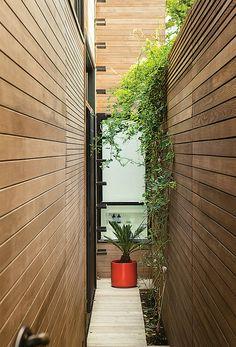 San Francisco residence with side exterior garden