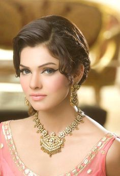 Party makeup pakistani wedding bride 40 New Ideas Pakistani Bridal Makeup, Pakistani Bridal Dresses, Wedding Dresses, Bride Eye Makeup, Hair Makeup, Dewy Makeup, Wedding Beauty, Wedding Makeup, Wedding Bride