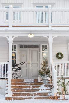 New England Hus, Scandinavian Home, Nordic Home, Swedish Cottage, House Front Porch, House Paint Color Combination, Porch Steps, House Painting, My Dream Home