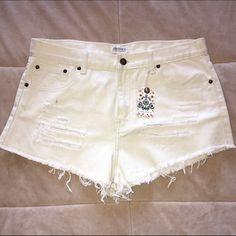 High waisted white denim shorts. NWT! Forever 21. High waisted. Off white denim. Distressed. Frayed edges. 100% cotton. Size 30. NWT. Forever 21 Shorts Jean Shorts