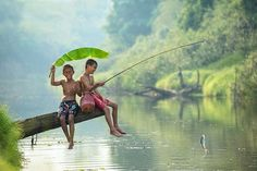 kids playing in Thailand <3