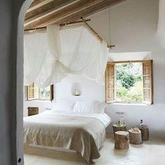 Disfrutad al máximo del día #goodmorning #festivo #love #decoracion #interiordesign #interiores #luz #light #bedroom #habitacion #picoftheday #trucosparadecorar