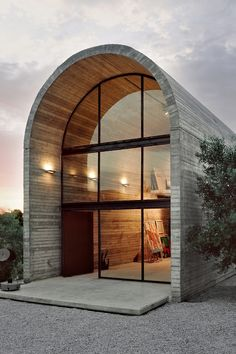 Art Warehouse - the workshop of painter and sculptor Alexandros Liapis in Dilesi