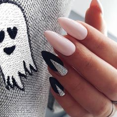 Classic Nail Designs Ideas there must be your favorite nail ideas in 140 classic nail Classic Nail Designs. Here is Classic Nail Designs Ideas for you. Best Nail Art Designs, Fall Nail Designs, Trendy Nails, Cute Nails, Neutral Nail Art, Almond Nails Designs, Classic Nails, Stiletto Nail Art, Nail Trends