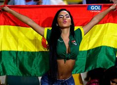 Although some can't stand the game because of the generally slow build-up and on-field theatrics, football - or soccer – is by far the largest sport in the world when it comes to both participation a Hot Football Fans, Football Girls, Soccer Flags, Soccer Players, Nfl Cheerleaders, Cheerleading, Bolivia, Latin Women, Soccer World
