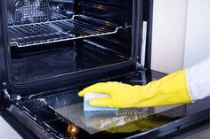 Oven Cleaning Hacks, Cleaning Solutions, Deep Cleaning, Kitchen Cupboards, Kitchen Towels, Kitchen Appliances, Clean Oven Door, Grand Menage, Citrus Oil