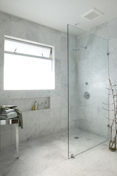 silver Bathroom Decor Love the small but large feeling marble wetroom Window In Shower, Shower Screen, Walk In Shower, Wet Wall Shower Panels, Wet Room Bathroom, Bathroom Layout, Guys Bathroom, Silver Bathroom, Bathroom Ideas