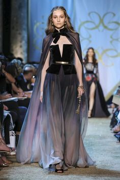 Elie Saab Fall Winter 2017 Haute Couture Fashion Show Runway Fashion, Fashion News, Fashion Show, Dark Fashion, Live Fashion, Lineisy Montero, Elie Saab Couture, Elie Saab Spring, Ceremony Dresses