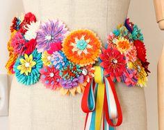 ヘッドドレスや付け襟ショールにもなるフェルトのお花と刺繍のベルト
