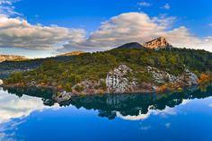 https://flic.kr/p/xNPw2G   La Sainte-Victoire et le lac du Bimont   Une ancienne photo du lac du Bimont en Provence avec - au loin - une Sainte-Victoire resplendissante
