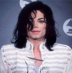 """86 mentions J'aime, 2 commentaires - Michael Jackson 👑👑👑 (@thekingofpopforever) sur Instagram : """"I'm back 😸"""""""