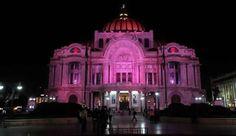 Durante #octubre los monumentos principales de la Ciudad de México se iluminan de #rosa en apoyo a la lucha contra el #cáncer de mama.