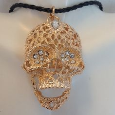 3D Crystal Skull Pendant Over 2 inches of cool with this item. 3D design really makes it stand out. Comes on a 16 inch braided necklace. I'm sorry but I don't trade. Jewelry Necklaces