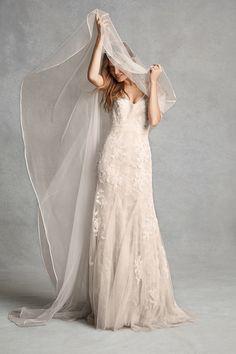 Monique Lhuillier Bliss fall 2015 collection http://ruffledblog.com/monique-lhuillier-bliss-fall-2015-collection #weddingdress #moniquelhuillier