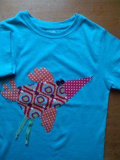 T-shirt com aplicação de tecido