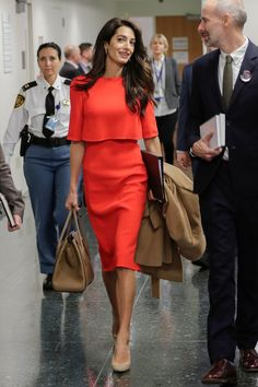 If you're looking for some workwear and everyday outfit inspiration, look no further because we've rounded up all of Amal Clooney's best style moments and outfits that can you shop for your professional wardrobe. Amal Clooney, Red Dress Outfit, Dress Outfits, Red Frock, Professional Dresses, Professional Wardrobe, Elegantes Outfit, Warm Weather Outfits, Red Skirts