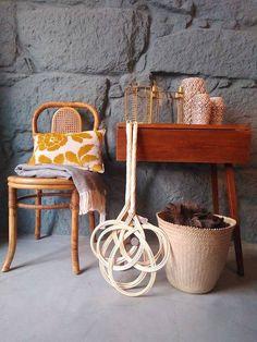 #mercadoloftstore #mls #umseisum #decor #decoração #interior #interiordesign #design #mood #chair #bamboo #cobertor #manta #almofada #pillow #veludo #velvet #pattern #batedordetapetes #cesto #basket #mesa #table #ceramic #ceramica #candle #candleholder