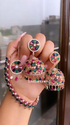 Indian Bridal Jewelry Sets, Indian Jewelry Earrings, Fancy Jewellery, Jewelry Design Earrings, Indian Jewellery Design, Gold Earrings Designs, Stylish Jewelry, Inspirational, Colours