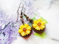 Brass daisy earrings with yellow or blue daisies, vintage and nature inspired jewelry, Selma Dreams gifts for her, romantic accessories by SelmaDreams on Etsy
