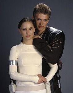 """Padmé Amidala (Natalie Portman) & Anakin Skywalker ( Hayden Christensen) in """"Star Wars: Episode II - Attack of the Clones"""" Anakin Skywalker, Anakin Vader, Anakin And Padme, Star Wars Film, Star Wars Cast, Star Wars Padme, Star Wars Love, Star War 3, Dark Vader"""