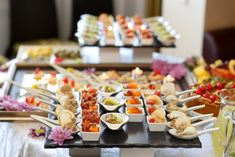 For getting the hunger pangs satisfied Several exclusive midnight buffet in Mumbai wherein one can enjoy lip smacking gourmet food and that too in budget Catering Menu, Catering Services, Food Menu, Catering Ideas, Wedding Reception Food, Wedding Catering, Wedding Menu, Wedding Table, Gourmet