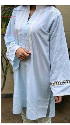 Source by aelishba Dresses in pakistan Simple Kurta Designs, Stylish Dress Designs, Stylish Dresses For Girls, Kurta Designs Women, Simple Dresses, Casual Dresses, Kurti Sleeves Design, Sleeves Designs For Dresses, Kurta Neck Design
