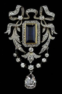 Fabulous antique brooch with diamonds and sapphire #diamantebroochesfordresses