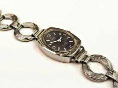 Armbanduhr+OVAL+60er+Vintage+Uhr+modern+schlicht+von+Mont+Klamott+-+seltene+Vintage+Einzelstücke:+Liebzuhabendes,+Verspieltes,+Tickendes,+Klunkerndes,+Zauberhaftes,+Antikes,+Kurioses,+Schmuck+&+Uhren++auf+DaWanda.com