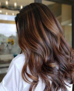 Fall Color Trend: 55 Warm Balayage Looks - Behindthechair Brunette Hair Warm, Brown Blonde Hair, Brown Hair With Highlights, Brunette Highlights, Caramel Balayage Brunette, Caramel Balayage Highlights, Fall Balayage, Copper Highlights, Brunette Hair Chocolate Warm