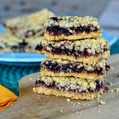 Blackberry Oatmeal Crumble Bars (replace with blueberry) Fruit Recipes, Yummy Recipes, Dessert Recipes, Yummy Food, Desserts, Cookie Brownie Bars, Cookie Time, 4 Ingredients, Sweet Stuff