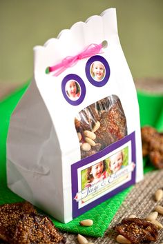 Kids Fig and Nut Mix from the Evermine blog #party #favor #snack #healthy #recipe #homemade #packaging