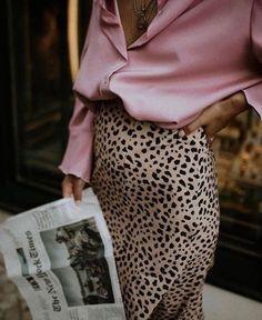 chemise rose soie et jupe léopard in 2020 Pink Fashion, Skirt Fashion, New Fashion, Trendy Fashion, Classy Fashion, Fashion Dresses, Fashion 2018, Fashion Styles, Womens Fashion