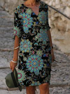 Γυναικεία Φόρεμα ριχτό Φόρεμα μέχρι το γόνατο - Μισό μανίκι Φλοράλ Στάμπα Καλοκαίρι Λαιμόκοψη V Καθημερινό καυτό φορέματα διακοπών Φαρδιά 2020 Θαλασσί M L XL XXL 3XL 2020 - € 16.9 Half Sleeve Dresses, Knee Length Dresses, Half Sleeves, Manga Floral, Womens Swing Dress, Mini Vestidos, Vacation Dresses, Basic Tops, Types Of Dresses