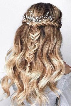 Wedding Hairstyles Updo 30 Bridal Hairstyles for Perfect Big Day; Braid styles for long or medium length hair; Easy hairstyles for women. Wedding Hairstyles Half Up Half Down, Wedding Hairstyles For Long Hair, Modern Hairstyles, Down Hairstyles, Hairstyles For Graduation, Pretty Hairstyles, Easy Prom Hairstyles, Hairstyles For Women Long, Braided Bridal Hairstyles