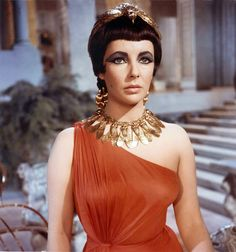 Elizabeth Taylor rocks the golden fly necklace (love it!), she even makes the dead bird on her head looking awsome!