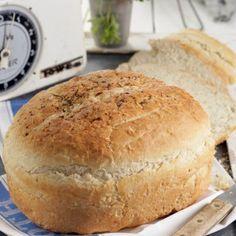 Paine taraneasca Pretzels, Sweet Bread, Romania, Bread Recipes, Hamburger, Dishes, Eat, Food, Salads