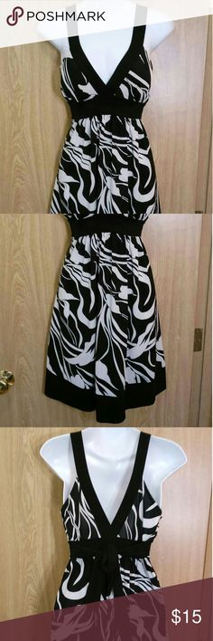 Stretchy black & white tie-back dress Dress ties in the back for a fitted & flattering look. Forever 21 Dresses