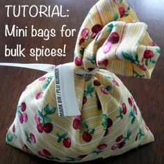 Make these DIY small cloth bags & eliminate single-use plastic bags when buying spices & tea in bulk. Reusable bags means less single-use plastic waste! Homemade Christmas Gifts, Homemade Gifts, Diy Gifts To Make, Reusable Shopping Bags, Grocery Bags, Reusable Bags, Produce Bags, Cloth Bags, Sewing Projects