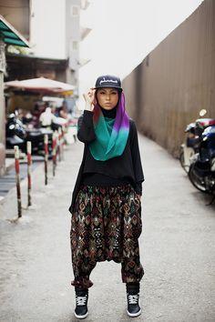 I like the creativity of hijab street fashion. modeststreetfashion mizz-nina hijab street style