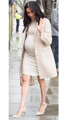 Meghan markle top 5 pregnancy outfits how to eat breakfast the meghan markle way Cute Maternity Outfits, Stylish Maternity, Maternity Wear, Maternity Dresses, Maternity Fashion, Pregnancy Fashion, Maternity Styles, Maternity Work Clothes, Pregnant Outfits