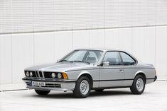 BMWの真骨頂はスポーツクーペにあるとよく言われた。その代表例として歴史に残るのが1976年発表の初代6シリーズだ。 今のBMWはセダンはもちろん、小型車、SUV、さらに電気自動車まで幅広く手がけている。76年は約27.5万台だった四輪車の生産台数が、2016年はBMW単独で約200万台。企業のありかたが変わっているの... Lamborghini, Ferrari, Bmw 635 Csi, Tuning Bmw, Side Car, Bmw Wallpapers, Bmw 6 Series, Bmw Classic Cars, Future Car